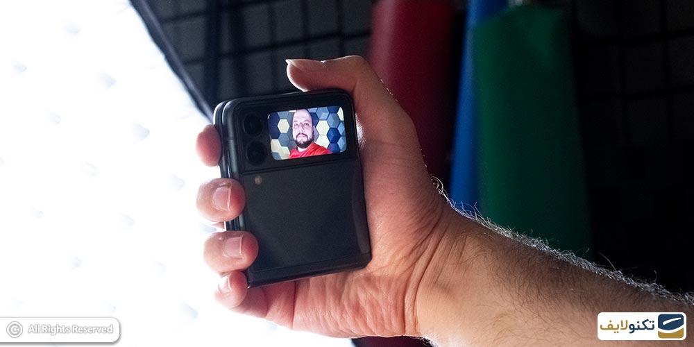 سلفی با دوربین پشتی z flip 3